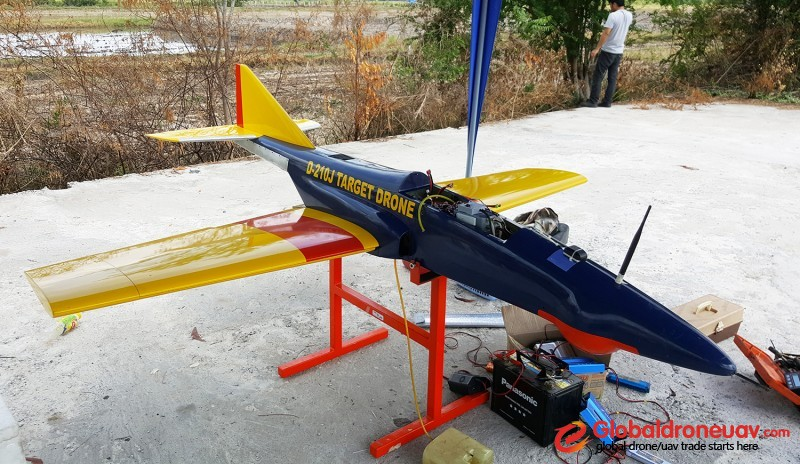 Low speed jet target drone